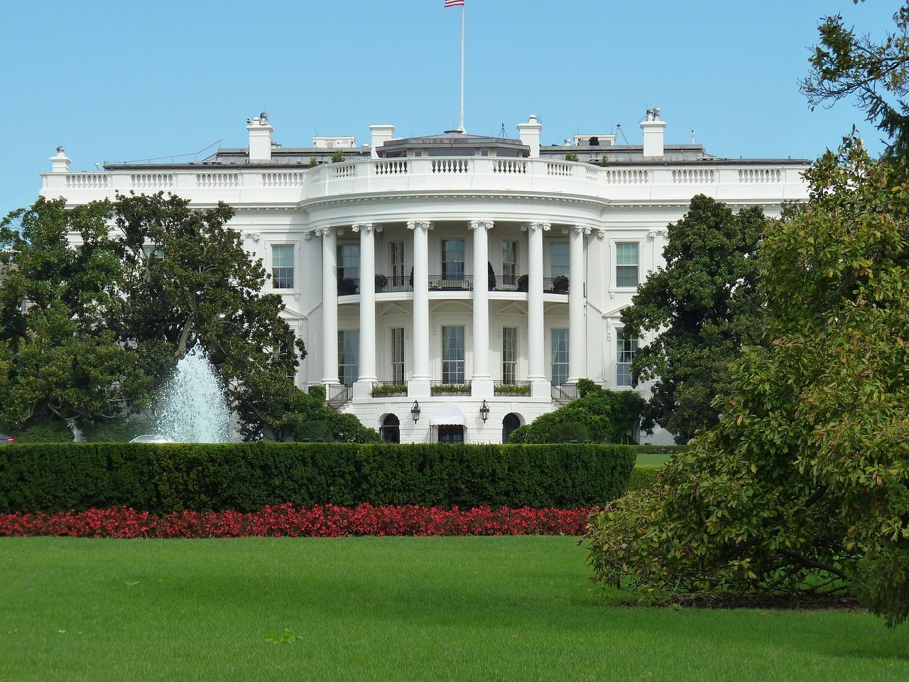 white-house-552663_1280.jpg