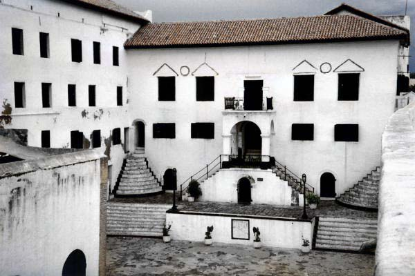 elmina-slave-castle02.jpg
