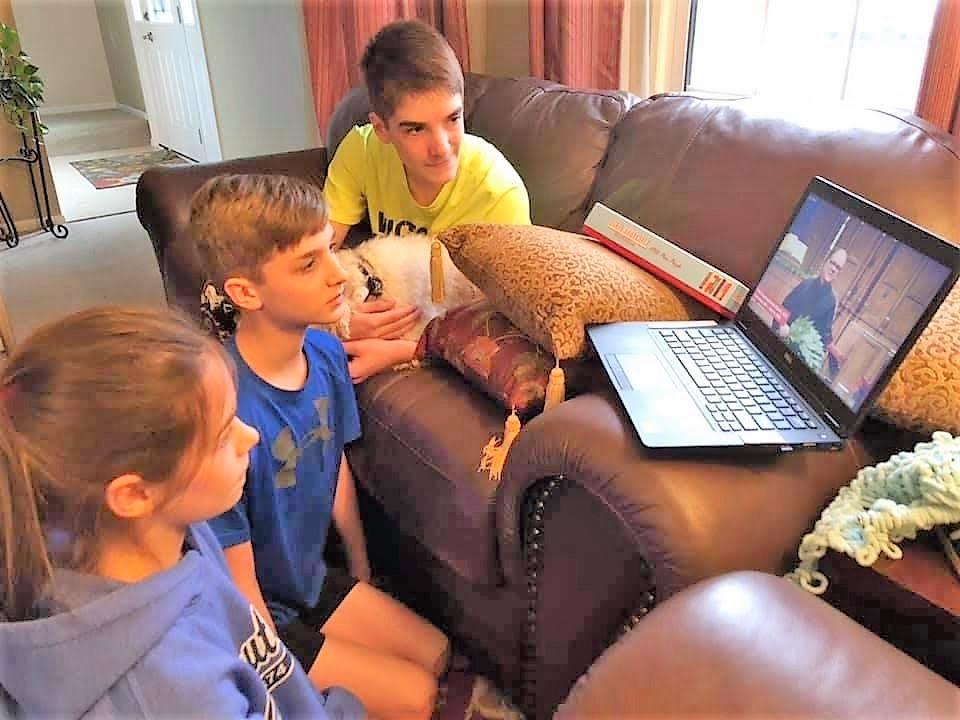 Kids at computer, Columbus, Ohio, 4/5/20