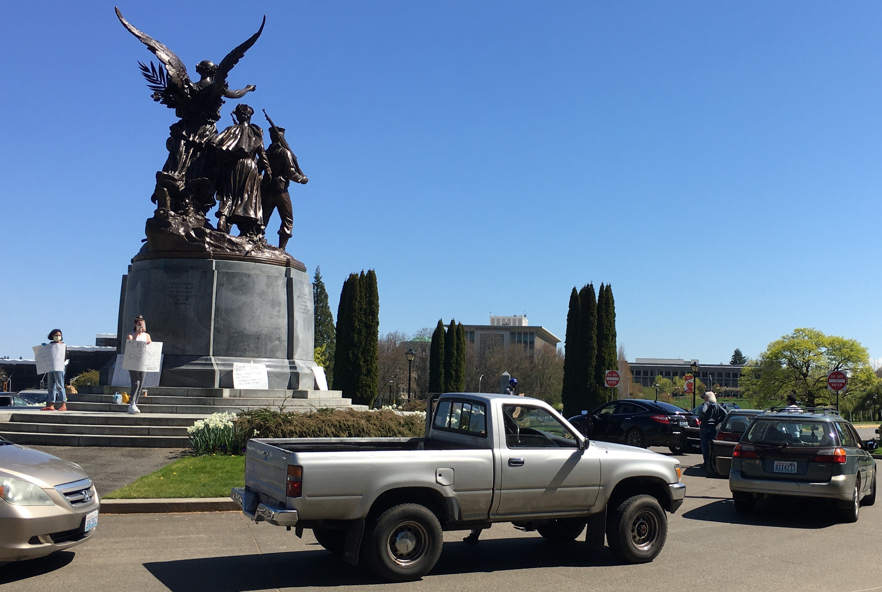 Protestors in cars, Olympia, Wash., 4/16/20