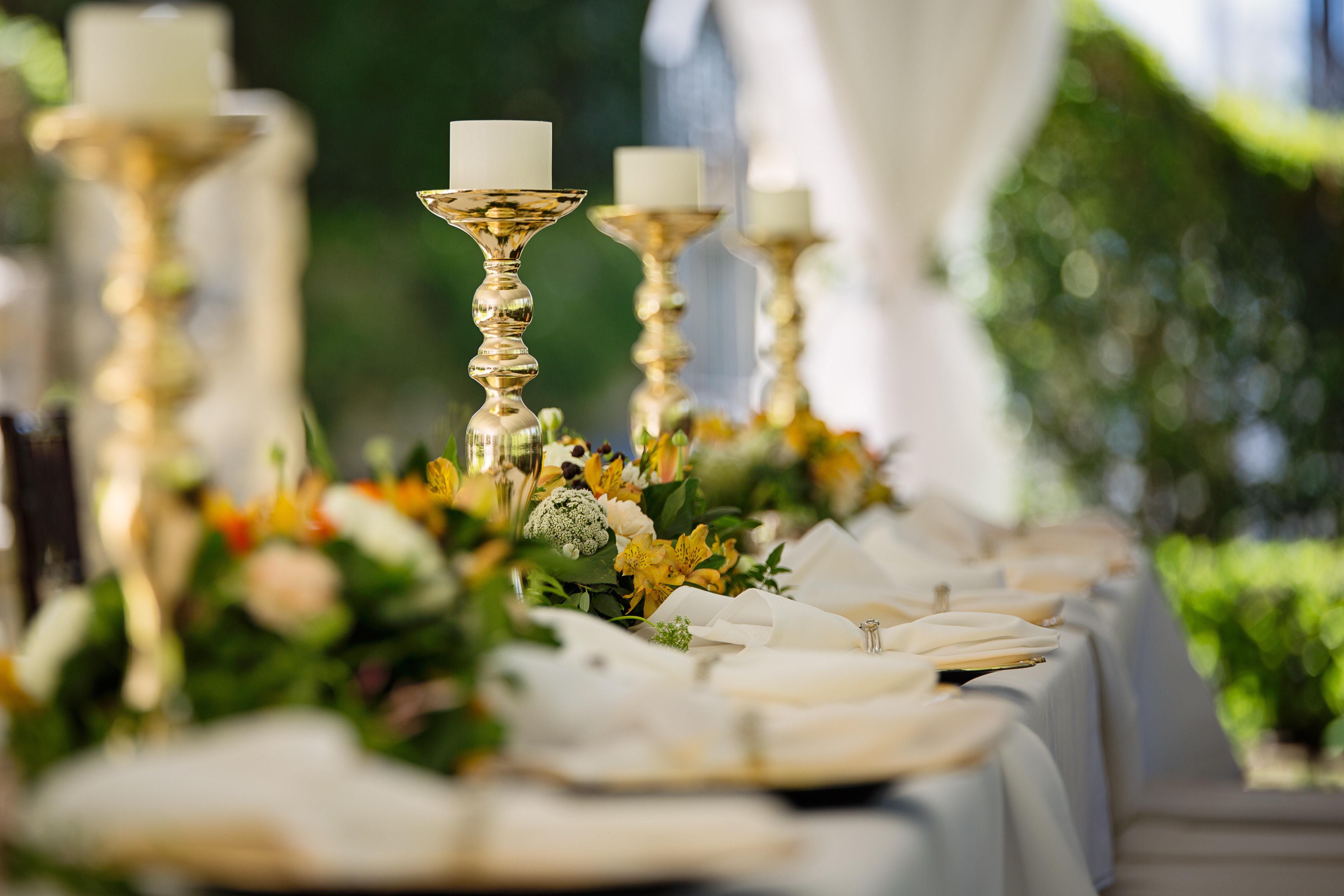 bouquet-candlestick-cutlery-1128782.jpg