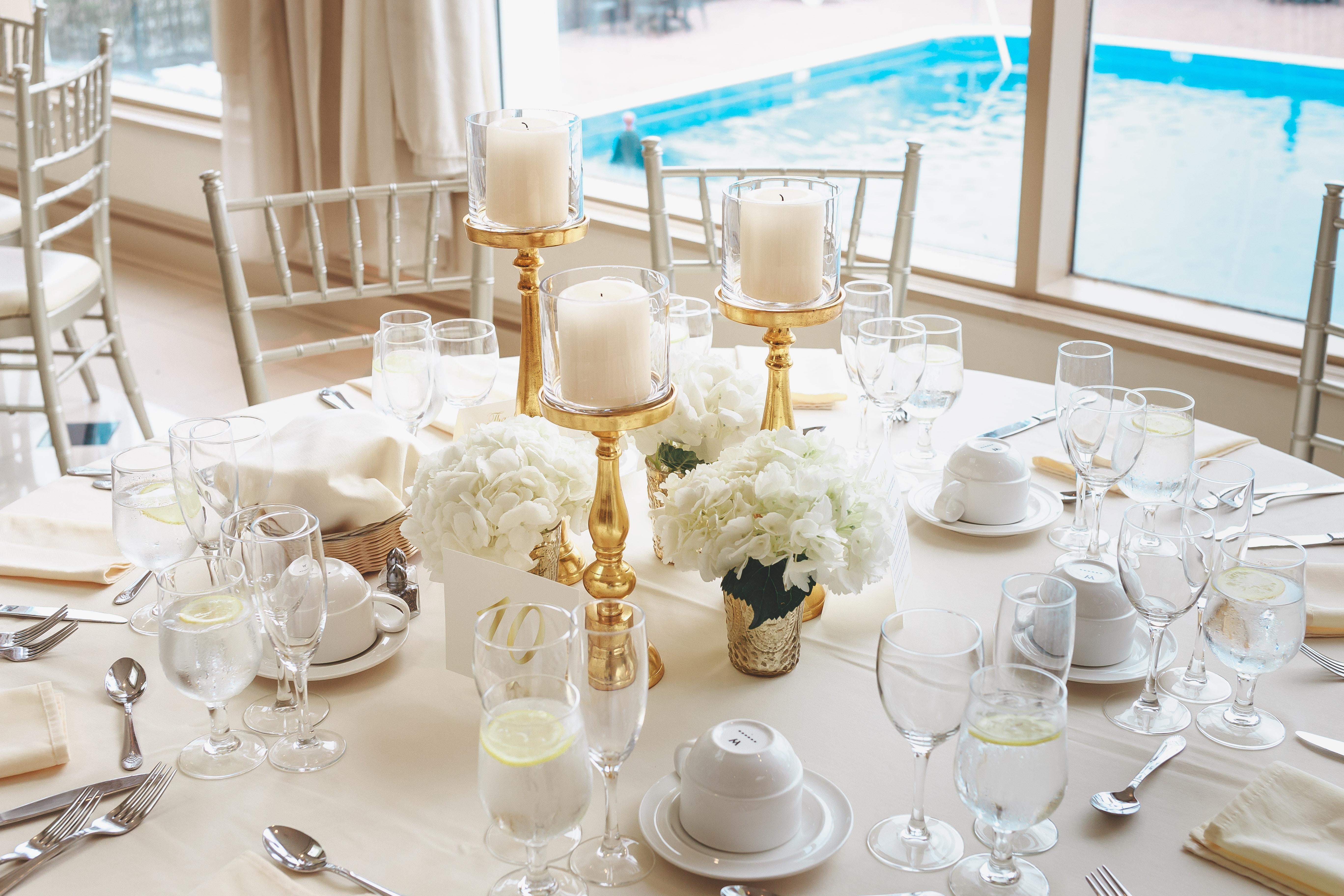 elegant-table-setting-2306278.jpg