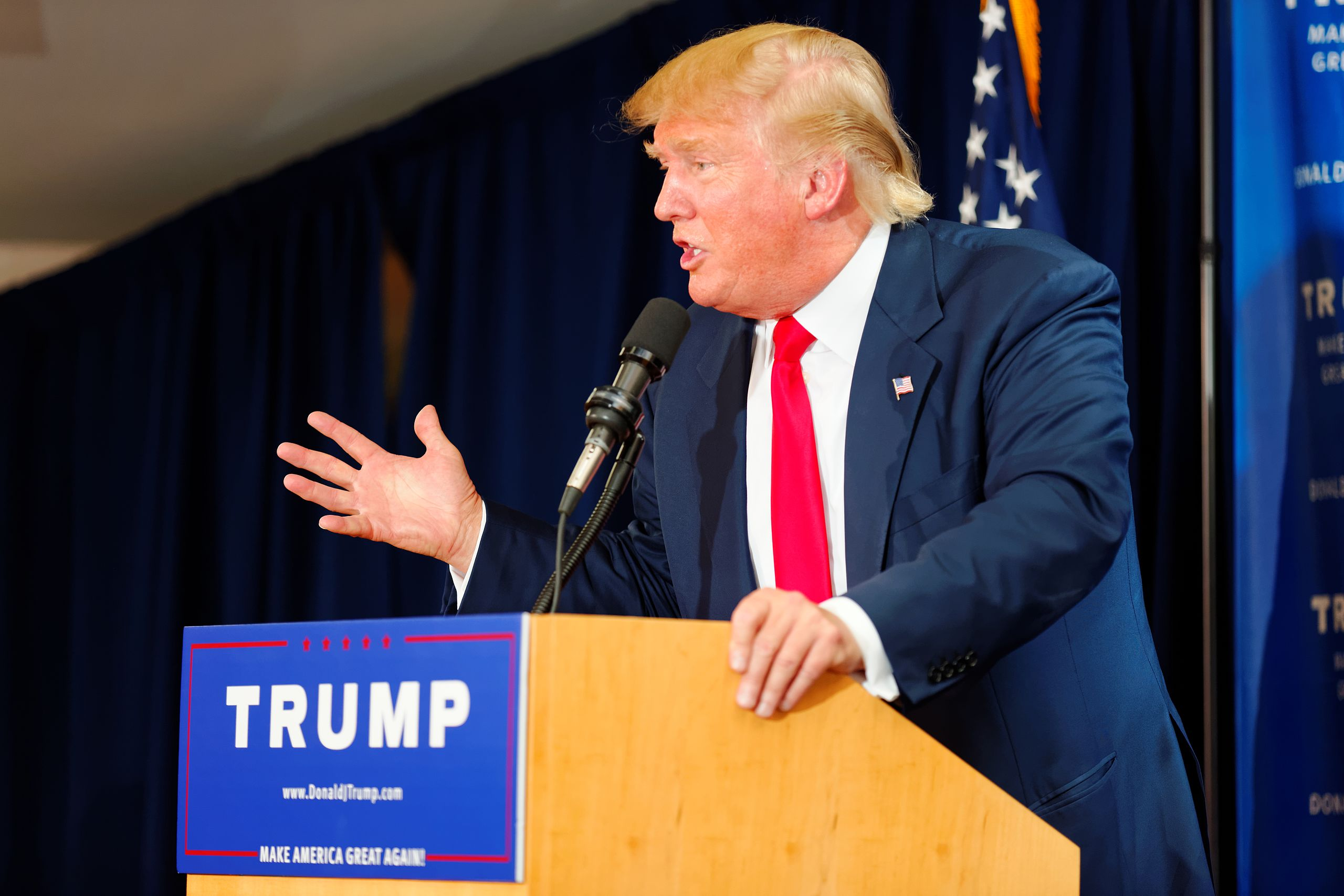 Donald_Trump_Laconia_Rally__Laconia__NH_4_by_Michael_Vadon_July_16_2015_19.jpg