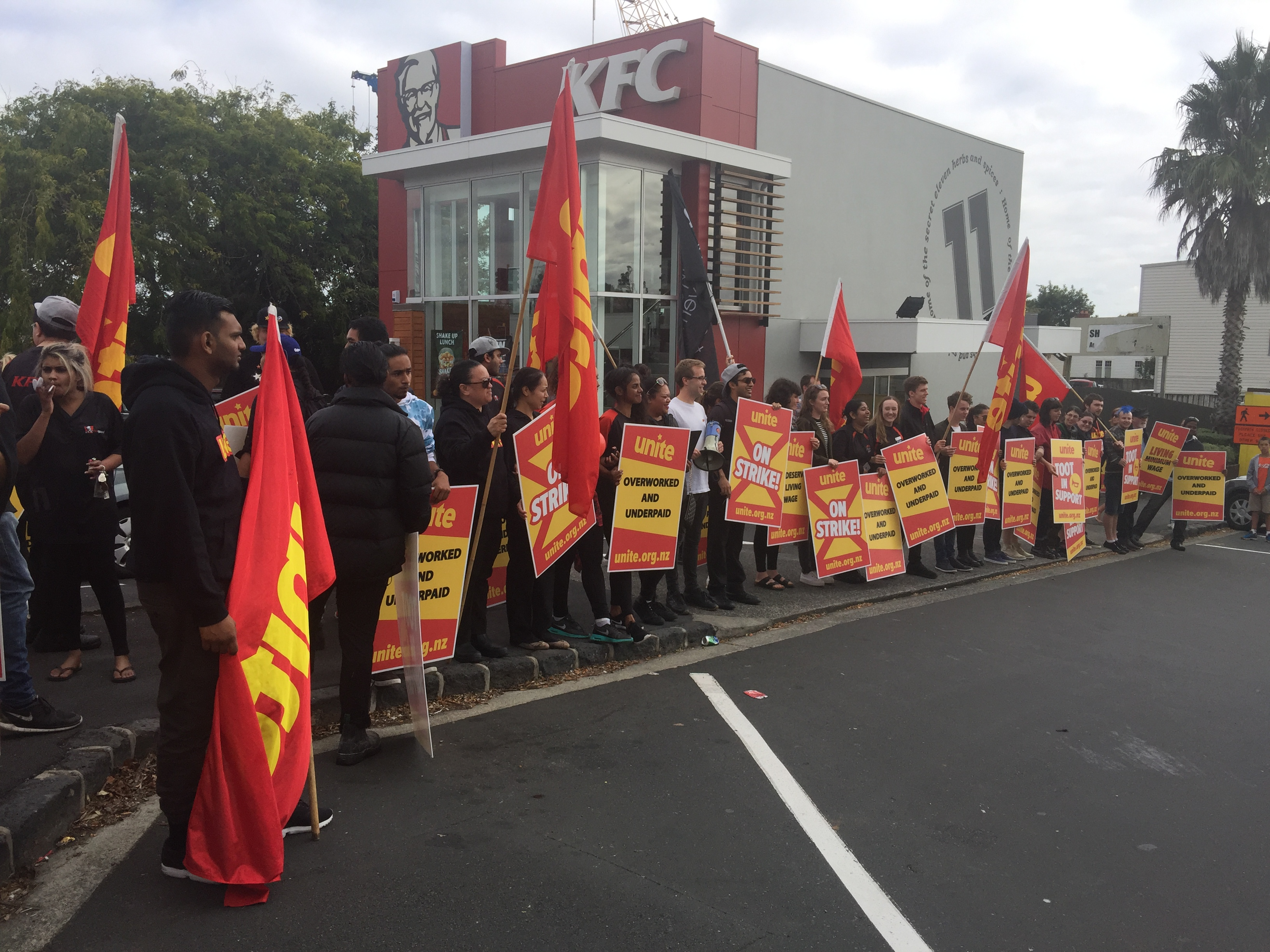 Strike and picket outside Balmoral KFC during 2017 negotiations