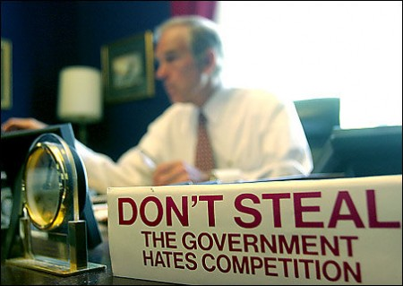 ron_paul_desk-450x319.jpg