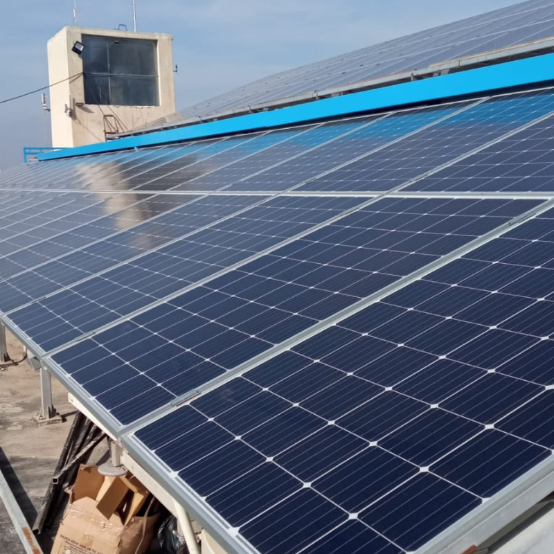 Panneaux solaires installés en Syrie par l'UOSSM