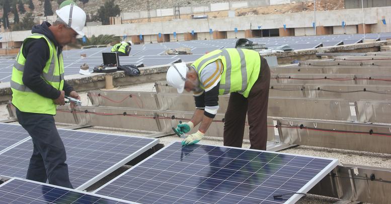 rsz_syria_solar_install_6.jpg