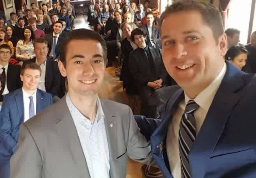 Andrew Scheer poses with CPC campus club students
