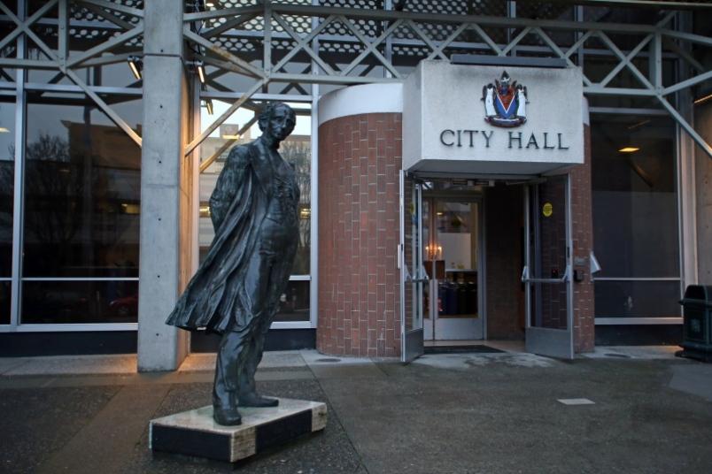 statue at Victoria City Hall