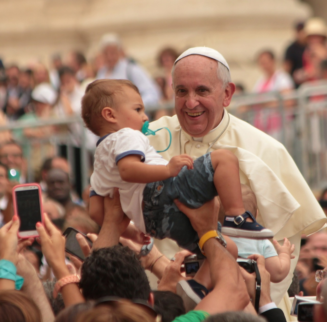 Pope_blessing-of-children-604358_1280.jpg