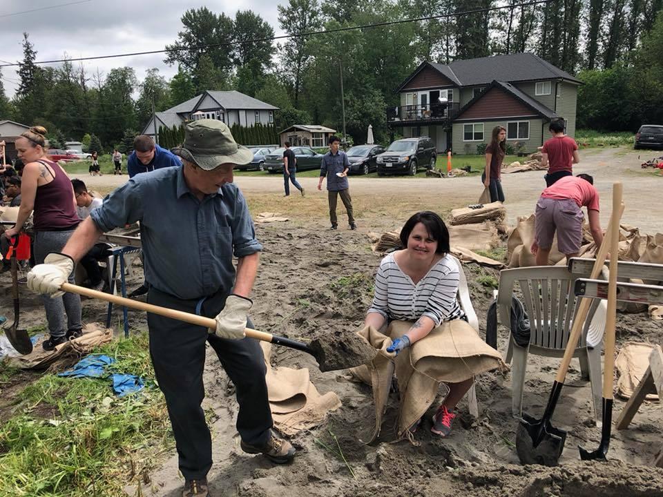 Sandbagging at Katzie First Nation, May 2018