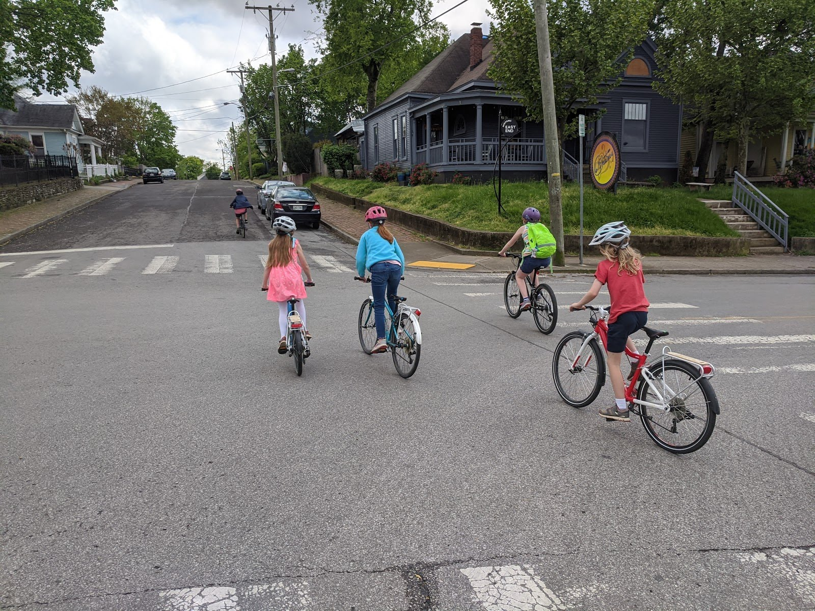 Child_group_cycling_across_Woodland_St.jpg