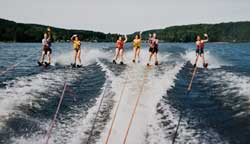 groupWaterSki_250_md30.jpg