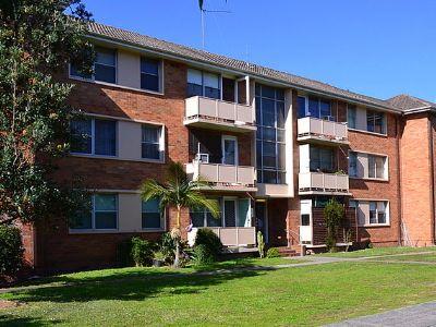 800px-(1)Banks_Avenue_public_housing_400_300.jpg
