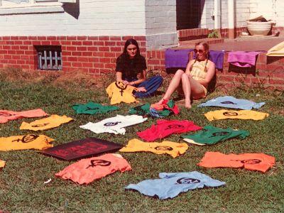 ANU_WEL_70s_2_T-shirts_drying_Chris_Ronalds_400_300.jpg