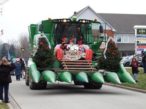Combine-santa-parade1-350px.jpg