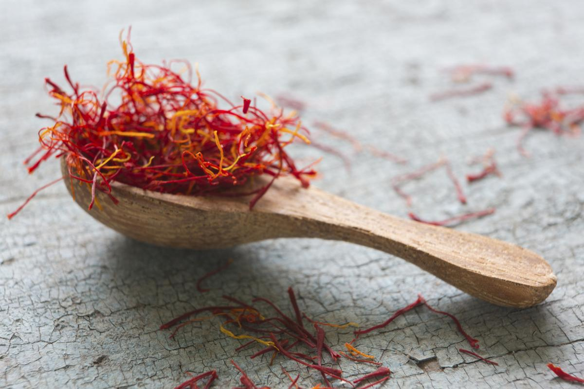 spoon_of_saffron.jpg