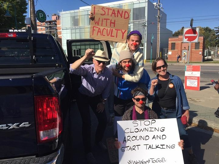 Students in support of faculty striking
