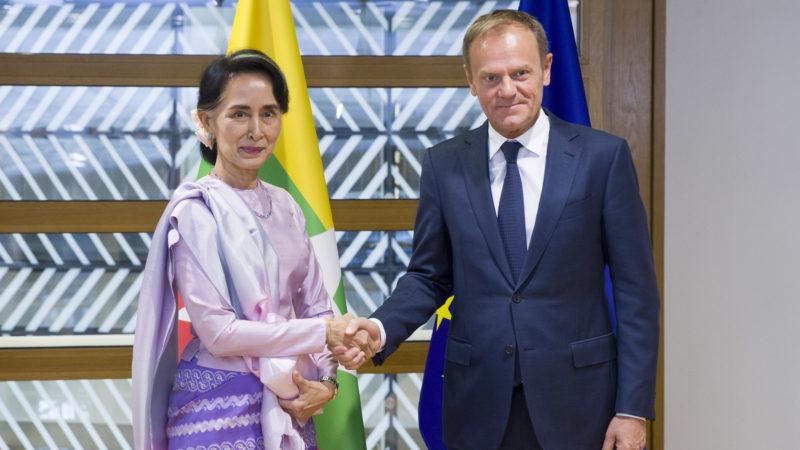Aung-San-Suu-Kyi-and-Donald-Tusk-800x450.jpg