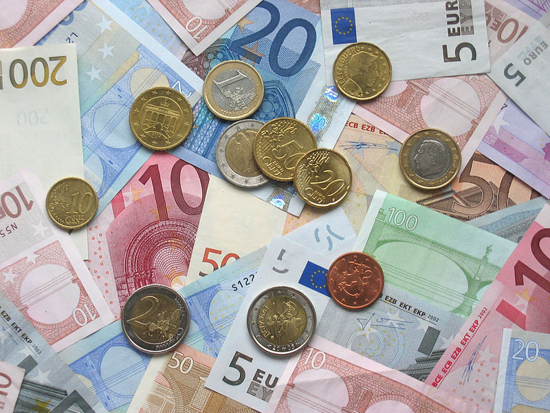 Euro_coins_and_banknotes_EU_Funds.jpg
