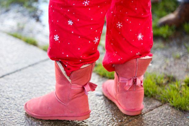 PAY-A-mother-wearing-pjyjamas-to-Skerne-Park-Primary-School-in-Darlington_(1).jpg