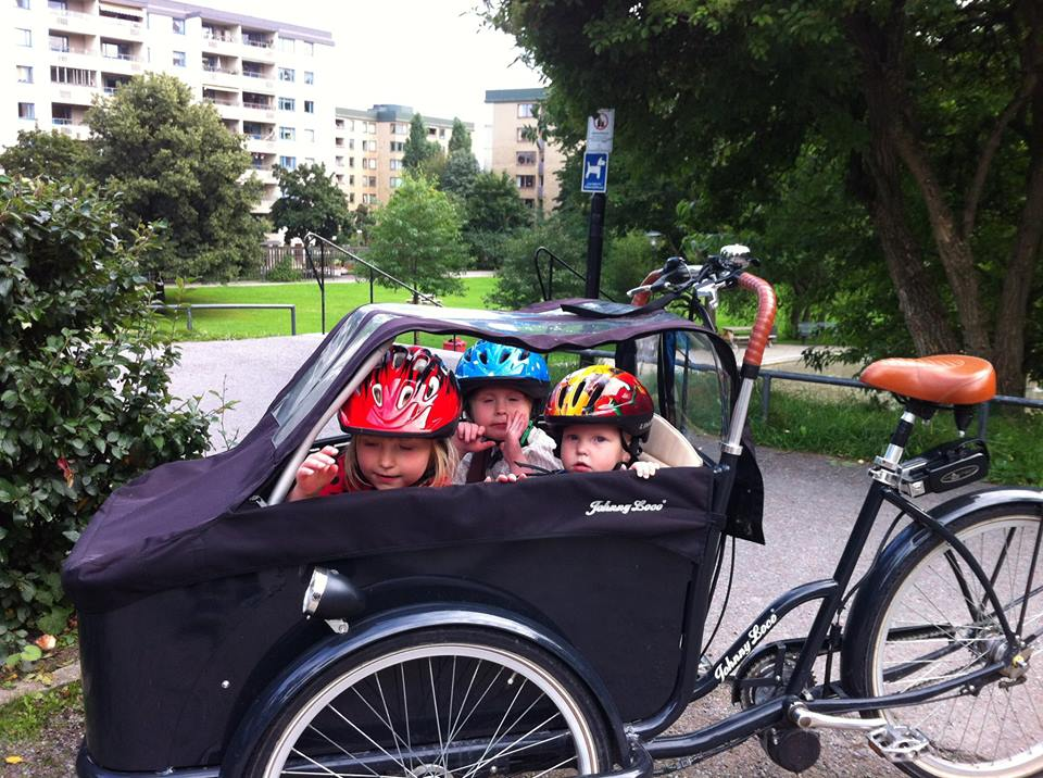 Ellen__Mikkel_and_Palle_in_cargobike_in_Stockholm.jpg