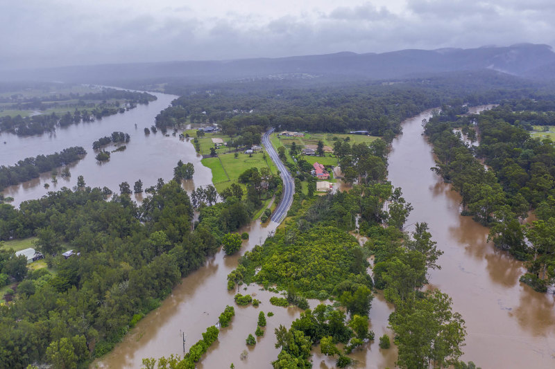 Higher Warragamba Dam wall would not have halted floods, experts say Image