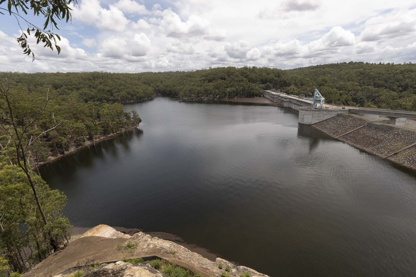 Bid to protect controversial Warragamba Dam wall raising from legal challenges Image