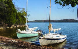 Mariners rest in a quiet spot on Percy Priest Lake in Nashville, TN. © Oly Shooter