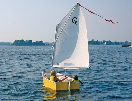 Optimist  junior sailing participation