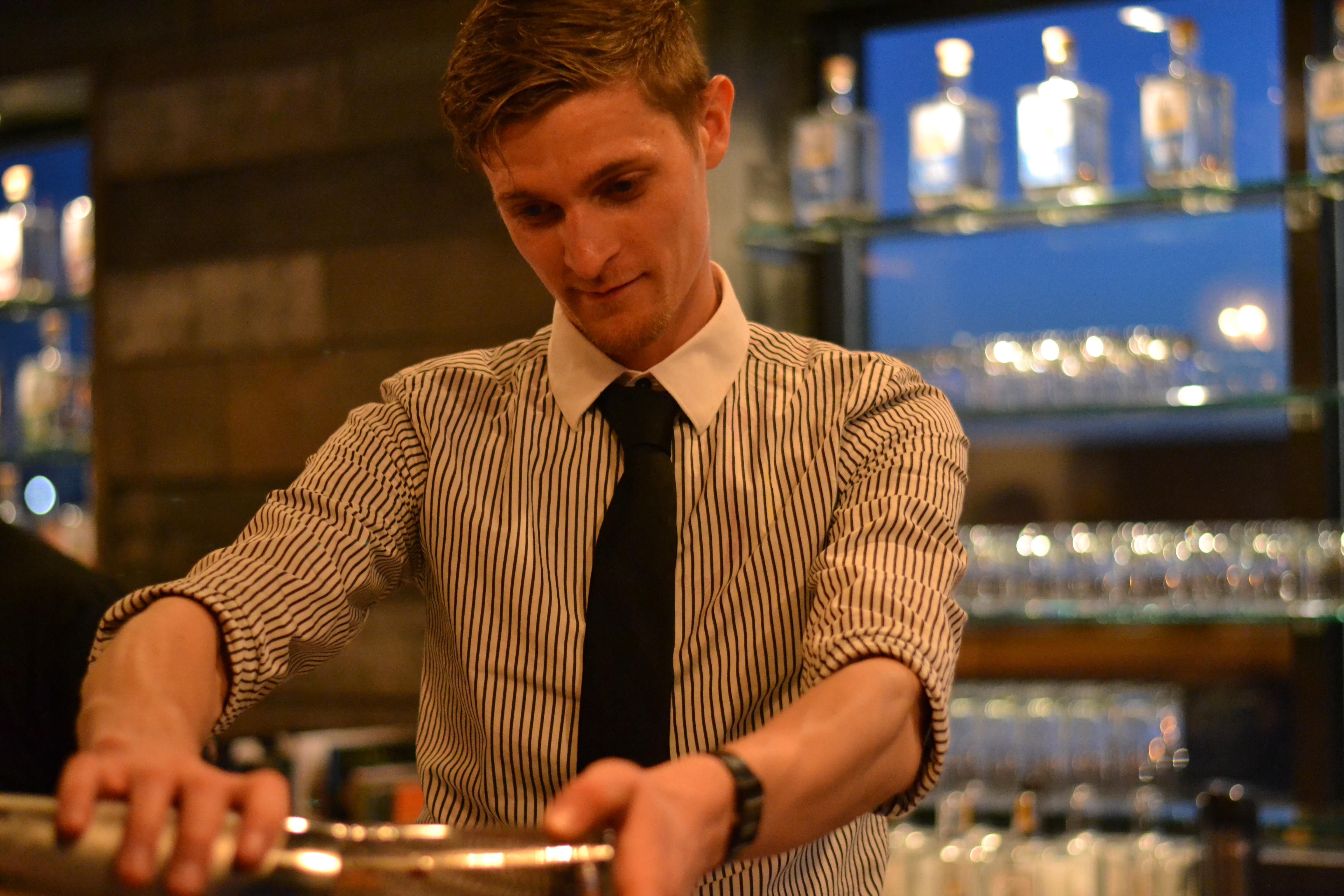 Bartender_Pour.JPG
