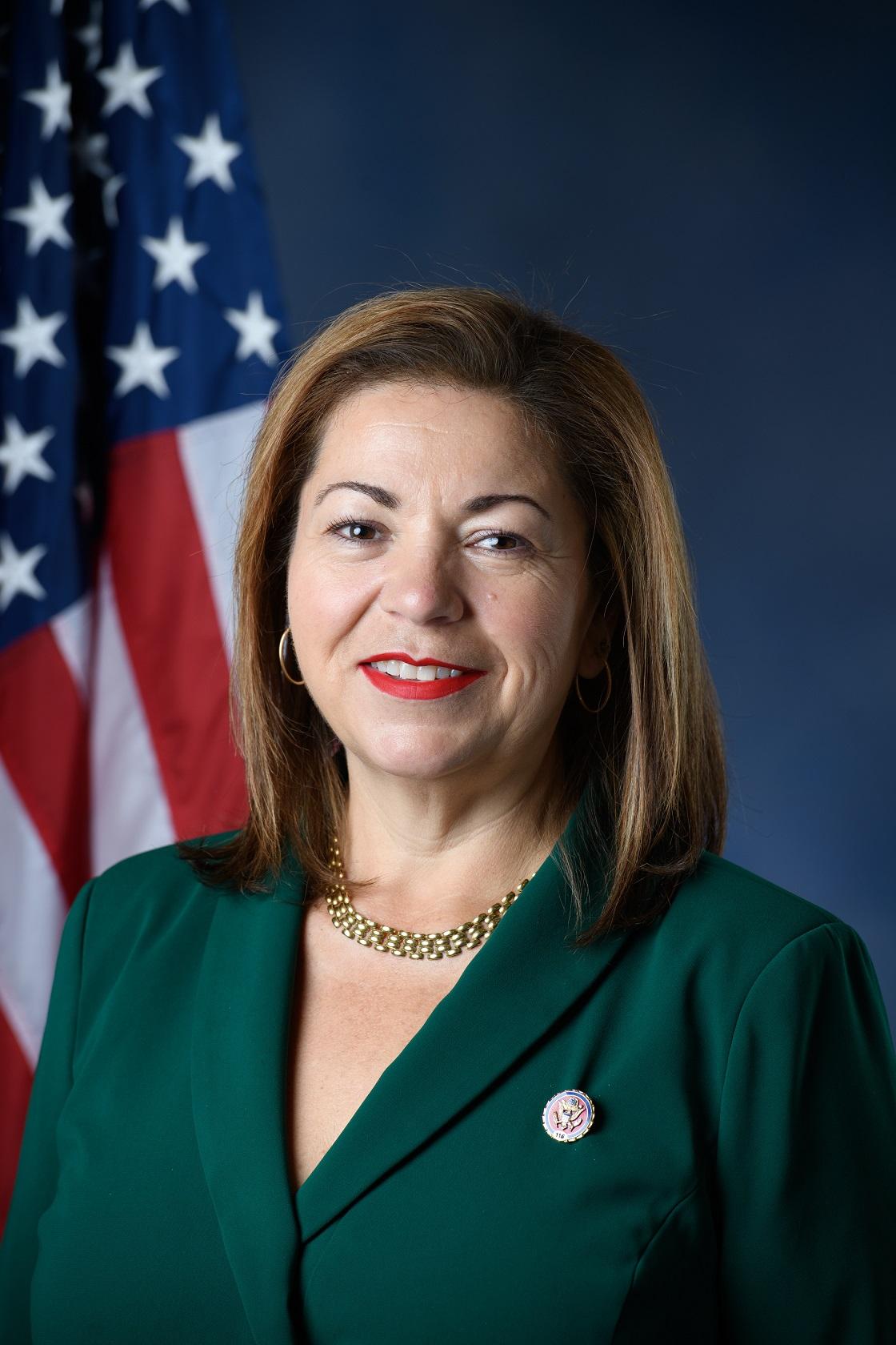 Linda_Sanchez_116th_Congress_official_photo.jpg