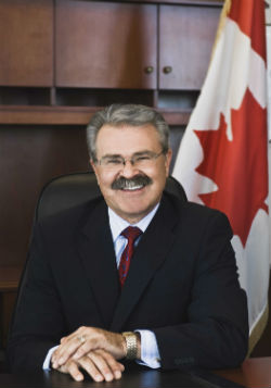 Minister_Ritz_250_resized.jpg