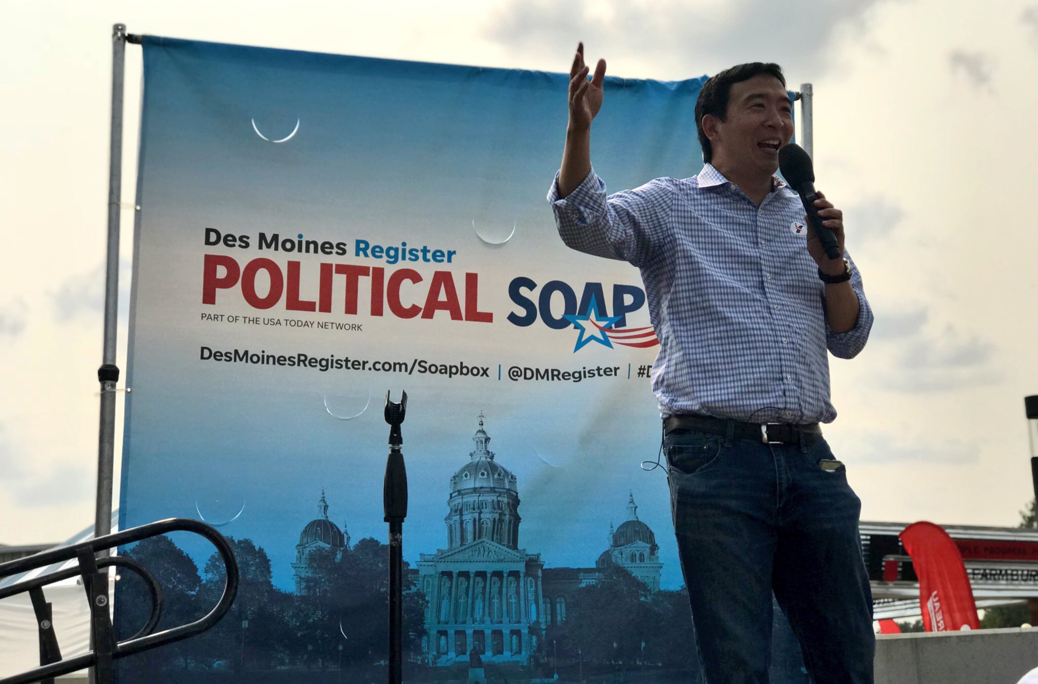 Andrew Yang speaks at a Soapbox - Democracy alive and well!