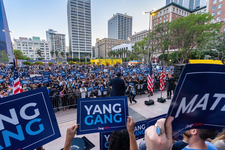 Andrew Yang addresses a huge crown in LA