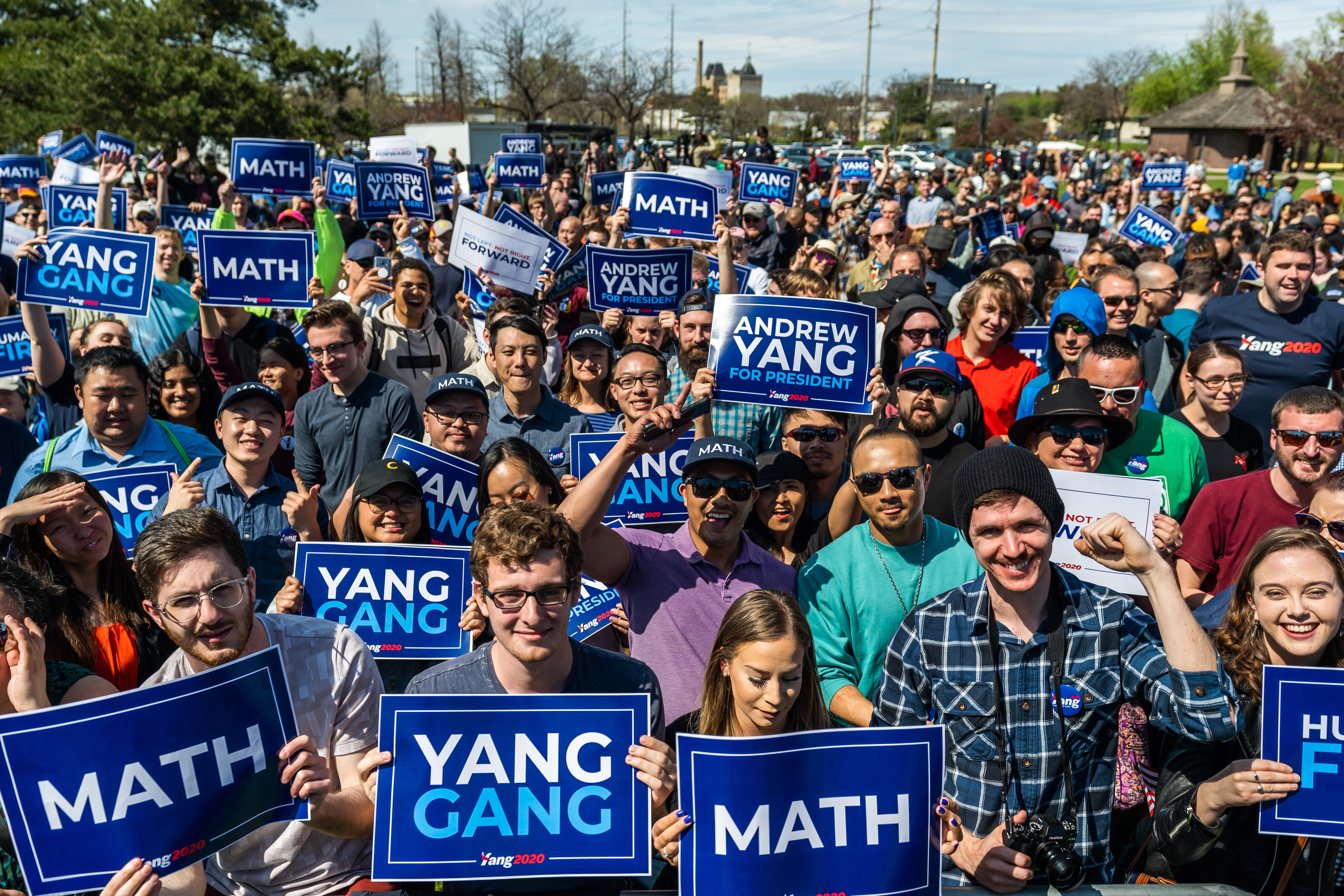 Andrew Yang's crowd of supporters in Minneapolis