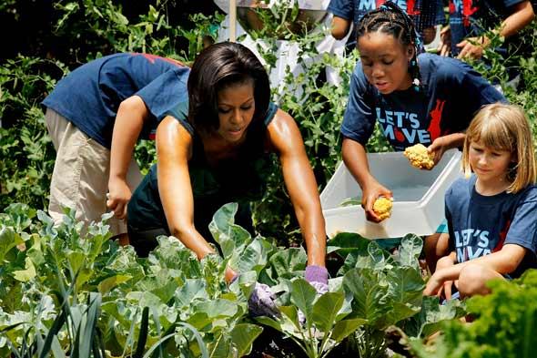 michelle-obama-garden-062010-590.jpeg