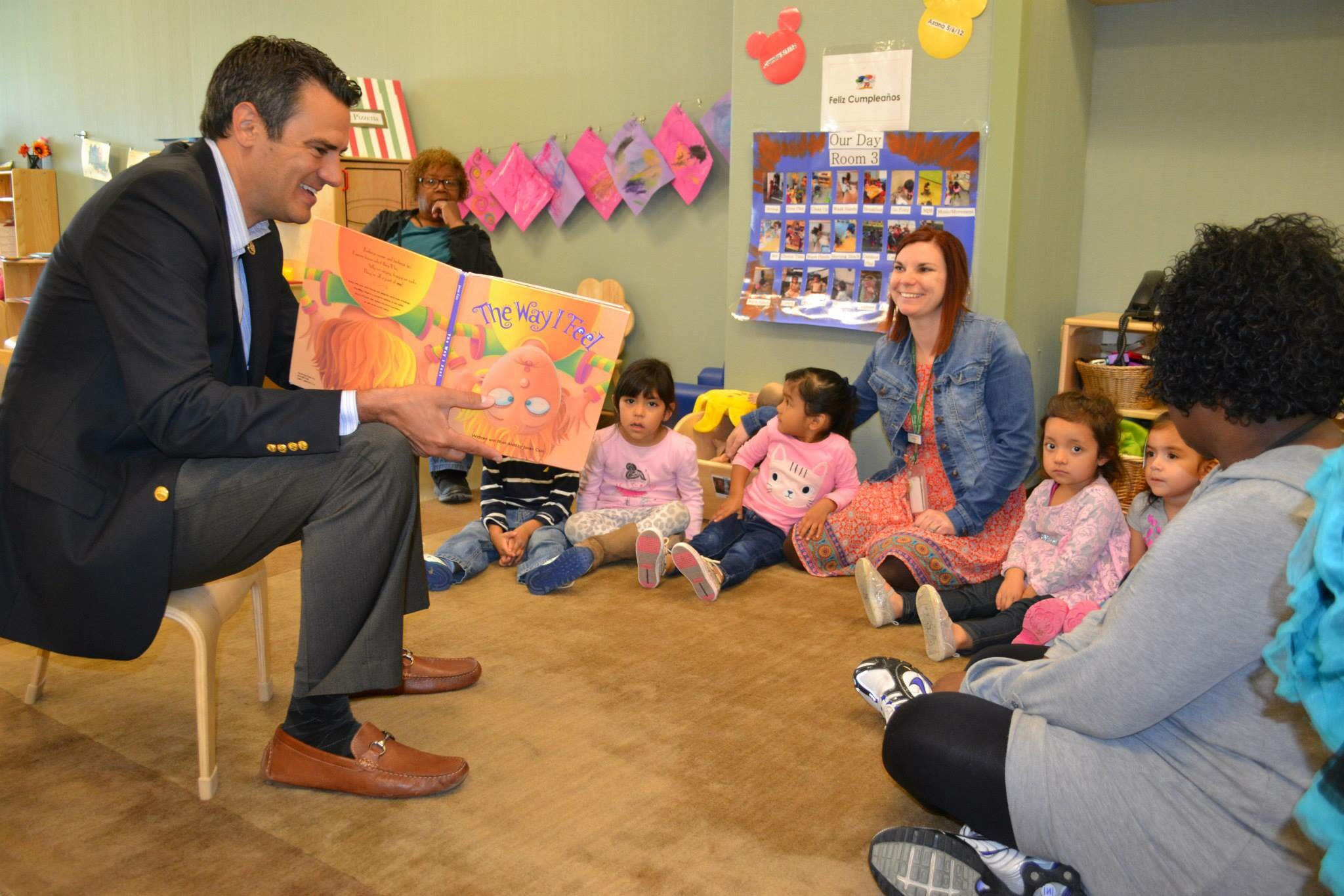 Yoder_reading_to_kids.JPG
