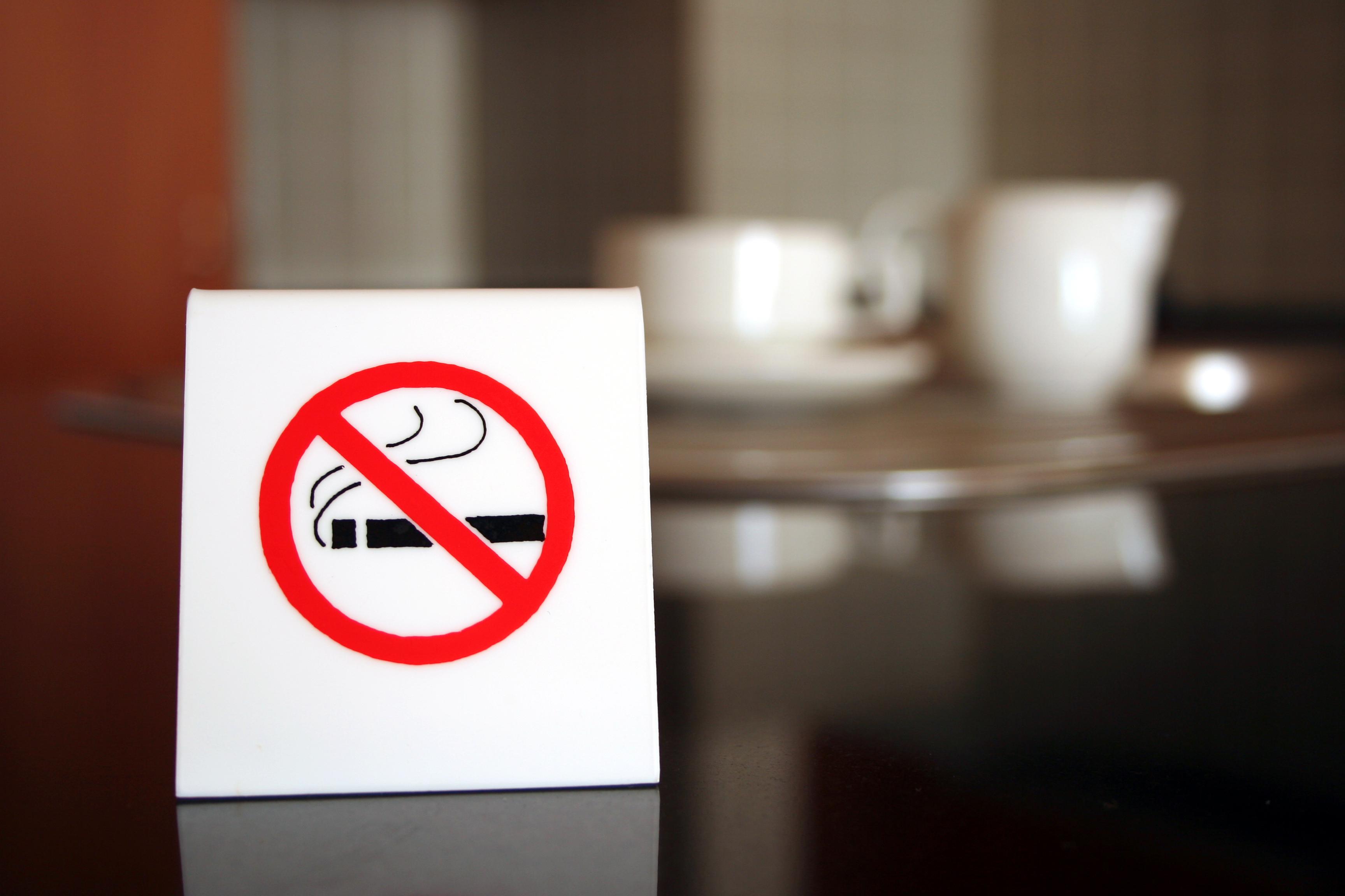 Верховный суд запретил жителю новосибирска курить на балконе.