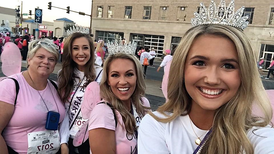Bernée Thurow and other pageant contestants outside