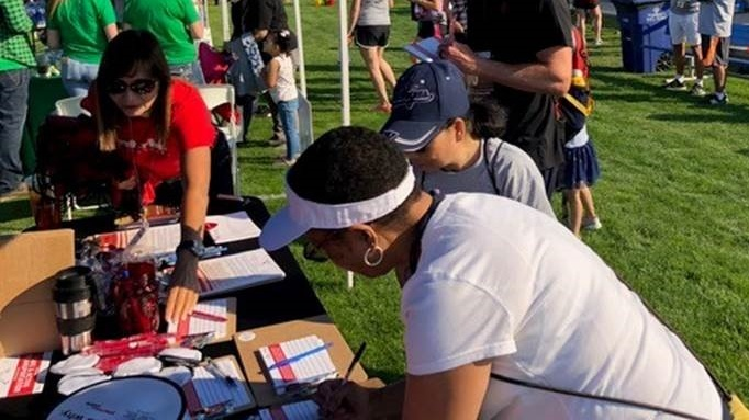 Colorado Springs signing cards