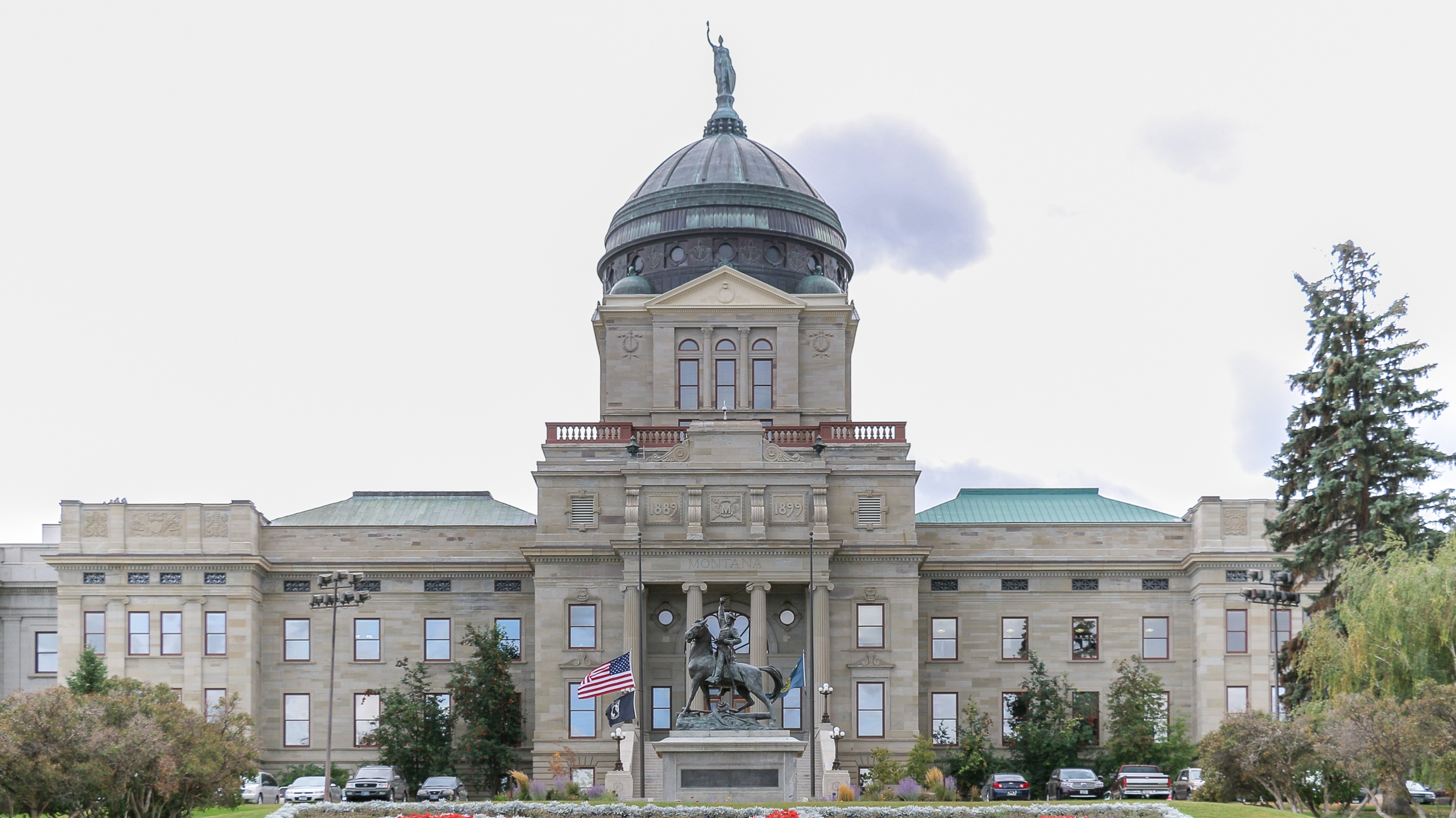 A picture of the Oregon state Capitol building