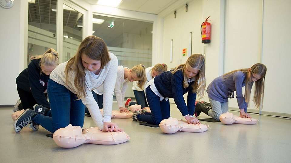 kids doing cpr