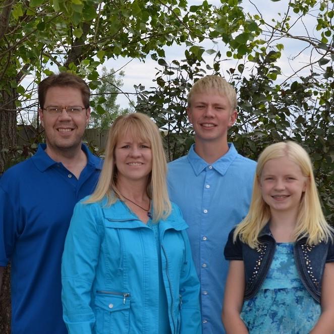 Brad and Kristi Wellendorf Family Picture