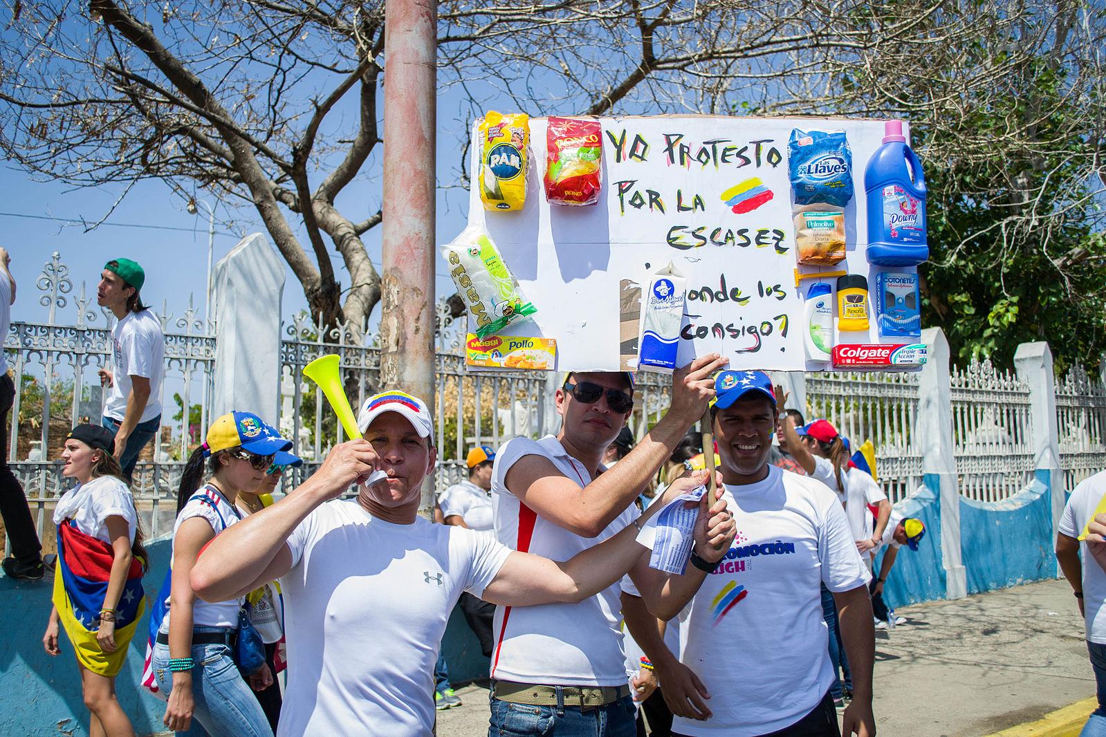Marcha_hacia_el_Palacio_de_Justicia_de_Maracaibo_-_Venezuela_16.jpg