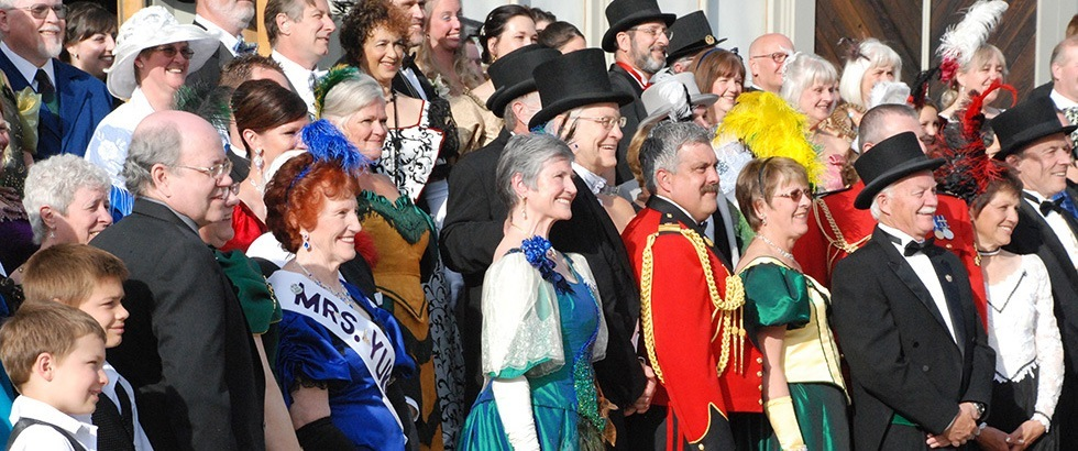 Commissioners-Ball-Close-up-of-Crowd.jpg