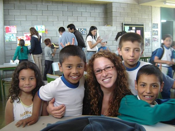 Founder_and_CEO_Sara_Potler_with_3rd_Grade_Students_in_Bogota.jpg